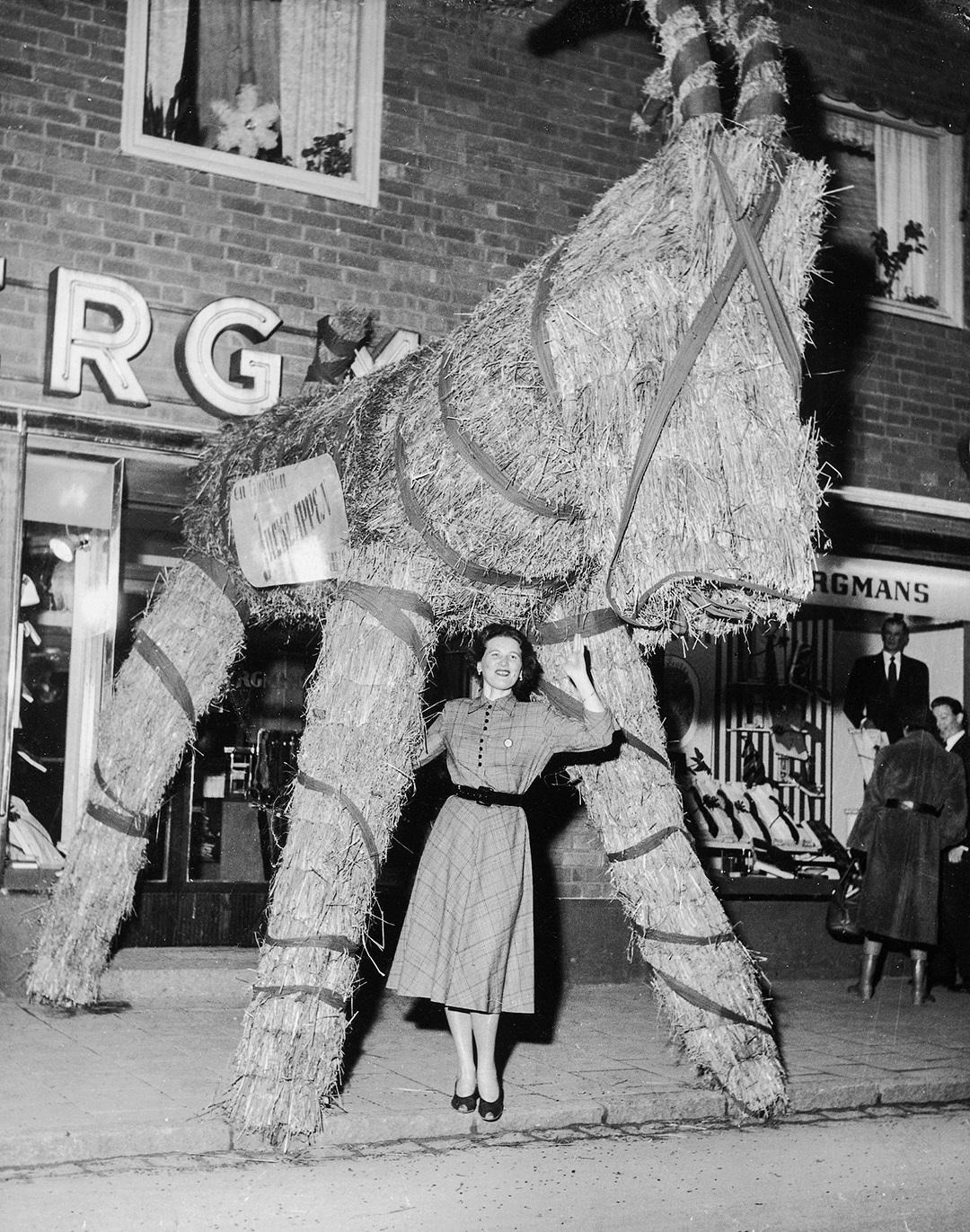 Ingrid Kenne under bocken på 50-talet. Foto Fagersta Bruks bildarkiv