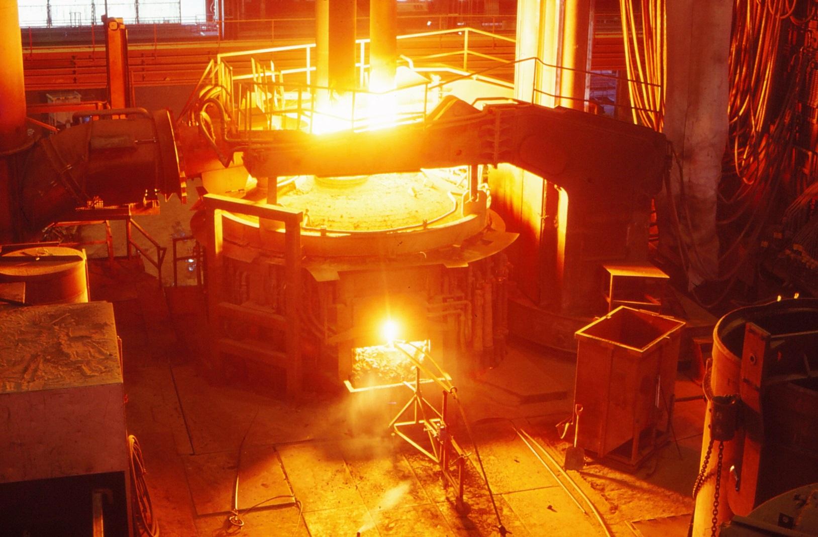 Syrgasblåsning i ljusbågsugnen, foto Åke Fridfeldt